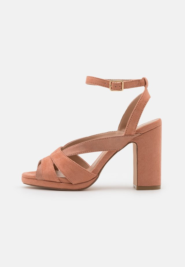 Sandalen met plateauzool - rose gold