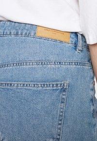 ONLY Carmakoma - CARHINE - Shorts di jeans - light blue denim - 4