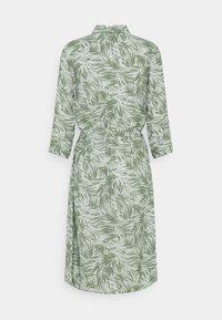 Progetto Quid - CALLA - Shirt dress - jungle green - 1