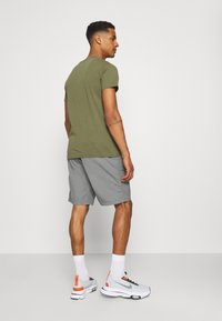 Carhartt WIP - CLOVER LANE - Shorts - shiver stone washed - 2