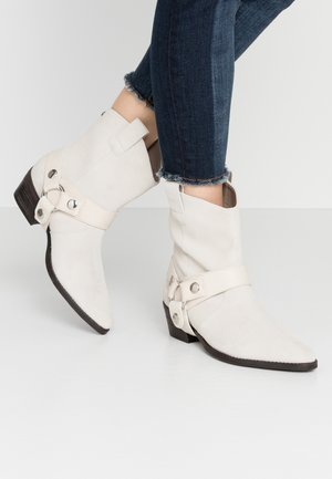 GALLOW - Cowboy/biker ankle boot - offwhite