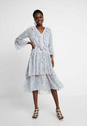 AMALFI DRESS - Denní šaty - cornflower paisley