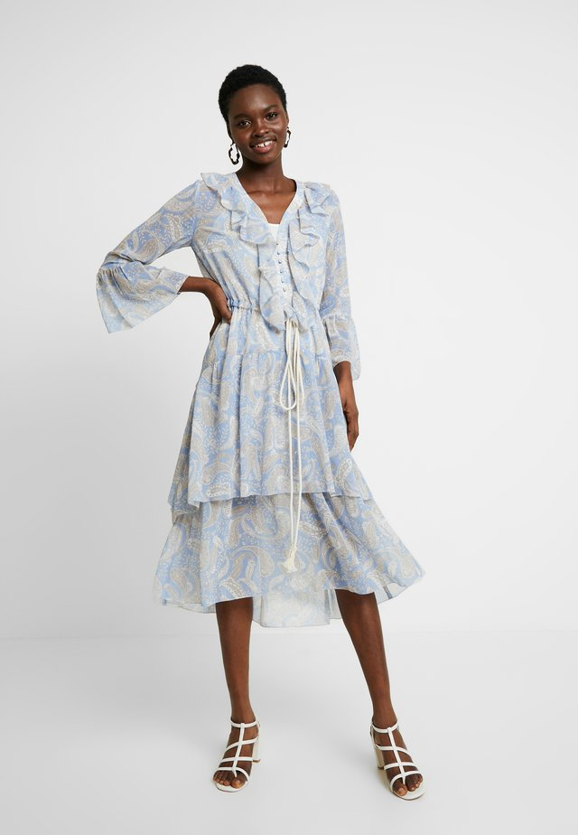 AMALFI DRESS - Korte jurk - cornflower paisley