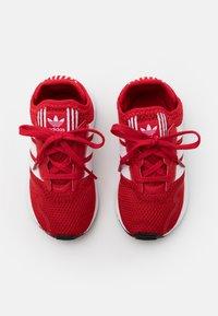 adidas Originals - SWIFT RUN UNISEX - Trainers - scarlet/footwear white/core black - 3