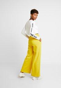 Nike Sportswear - PANT  - Træningsbukser - speed yellow/black - 2