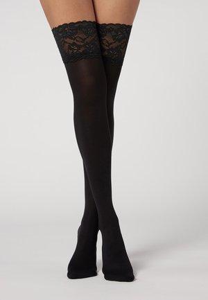 Over-the-knee socks - schwarz - 4716 - black lace ruffle flounces
