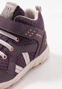 Viking - ALVDAL MID GTX - Hiking shoes - purple/light lilac - 2