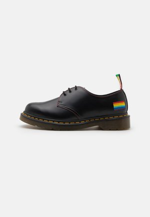1461 PRIDE 3 EYE SHOE UNISEX - Casual lace-ups - black