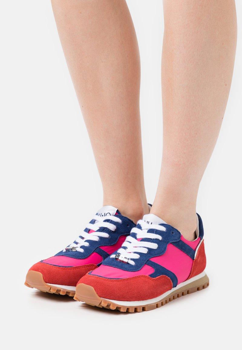 Liu Jo Jeans - Sneakersy niskie - rouge/cobalt/fuxia