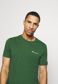 Champion - LEGACY CREWNECK - Camiseta básica - dark green - 3