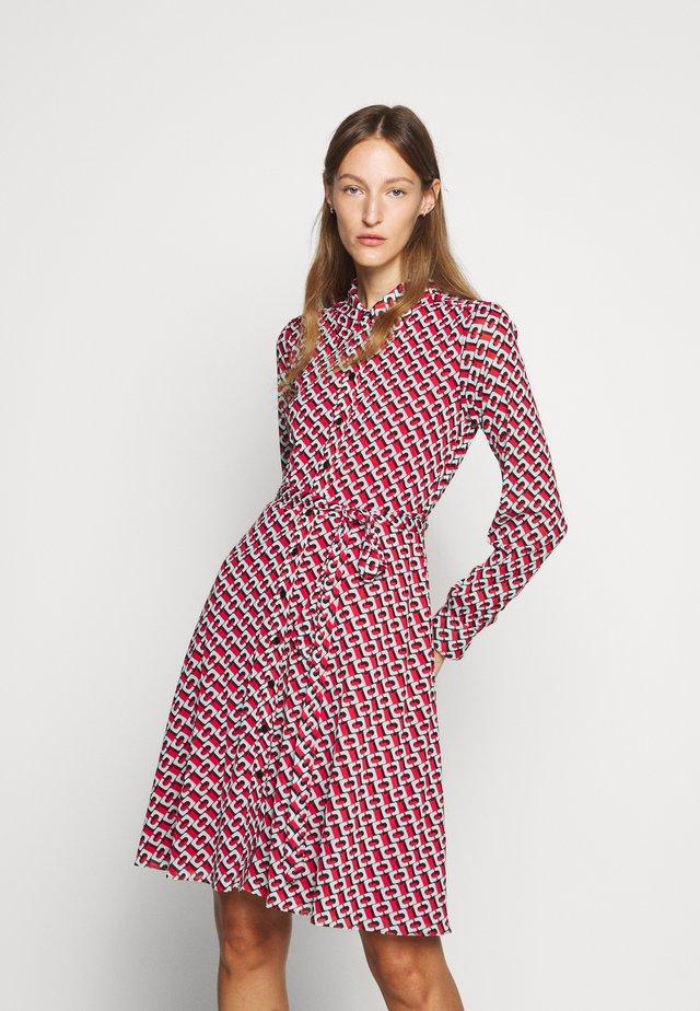 DORY KNEE - Korte jurk - visciola