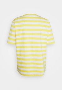 Holzweiler - HANGER STRIPED TEE - Triko spotiskem - yellow/white - 7