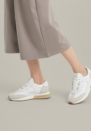 PIECES - Trainers - white