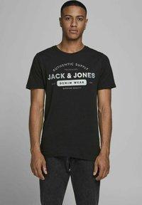 Jack & Jones - 3 PACK - T-shirt z nadrukiem - cloud dancer - 1