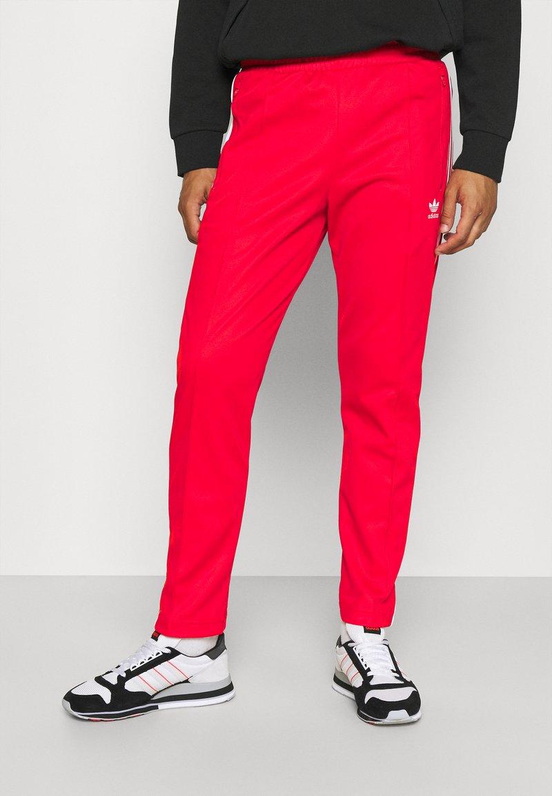 adidas Originals - BECKENBAUER UNISEX - Tracksuit bottoms - red