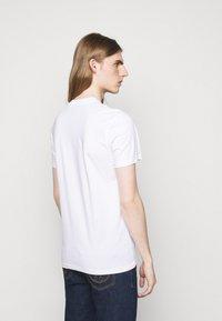 MOSCHINO - Print T-shirt - white - 2