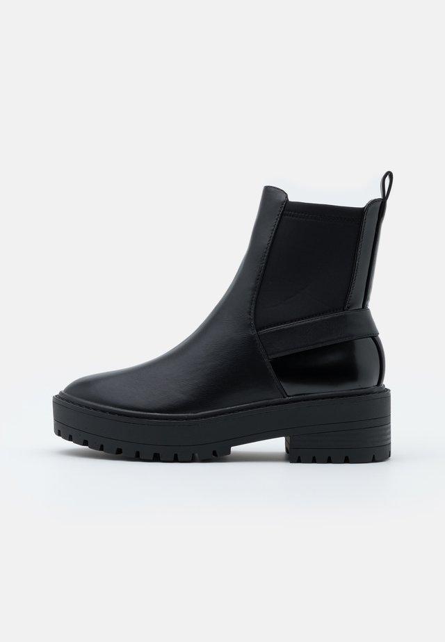 ONLBRANDY CHELSEA BOOTIE  - Kotníkové boty na platformě - black