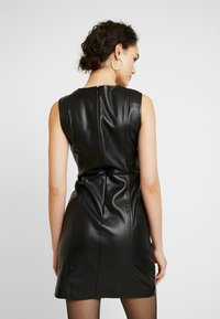 ONLY - ONLLIO DRESS - Etui-jurk - black - 3