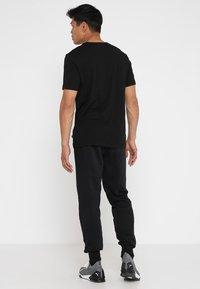 Puma - LOGO TEE - T-shirt con stampa - black - 2