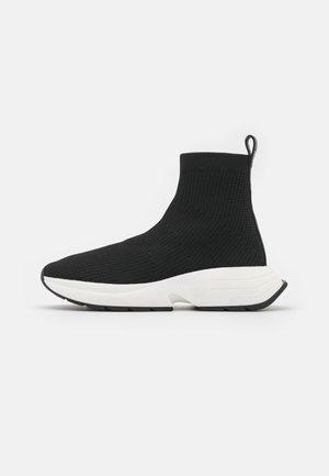 WILLOW BOOTIE - Sneakers hoog - black