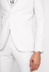 Isaac Dewhirst - WEDDING SUIT PALE - Oblek - stone - 7