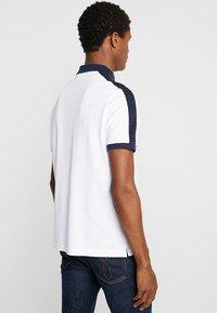 Calvin Klein - CONTRAST COLLAR - Polo shirt - white - 2