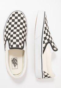 Vans - UA COMFYCUSH SLIP-ON - Slip-ons - white - 1