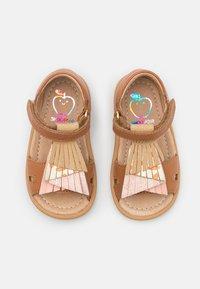 Shoo Pom - TITY FALLS - Sandali - light camel/pink/platine - 3