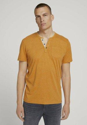 MIT BRUSTTASCHE - Basic T-shirt - yellow white base melange