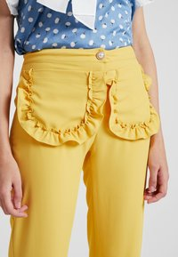 Sister Jane - CITRUS PATCH POCKET TROUSERS - Trousers - yellow - 4