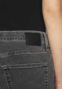 AG Jeans - EX BOYFRIEND - Jeans Tapered Fit - physical grey - 5