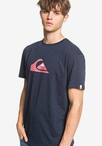Quiksilver - COMPLOGOSS - Print T-shirt - navy - 3