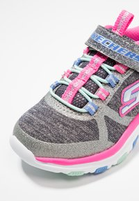 Skechers Performance - TRAINER LITE - Tenisky - charcoal/hot pink - 2