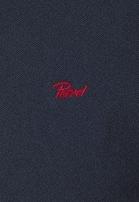 Petrol Industries - Polo - deep navy/biking red - 2