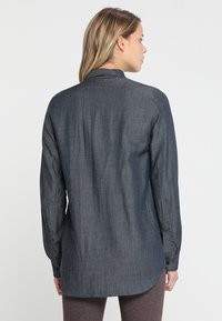 Houdini - OUT AND ABOUT SHIRT - Button-down blouse - blue illusion - 2