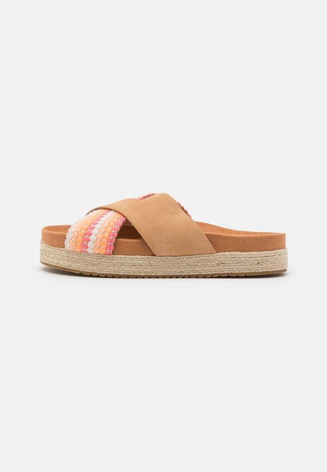 PALOMA - Pantofle - honey