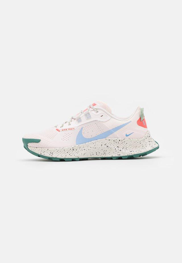 PEGASUS TRAIL 3 - Trail running shoes - light soft pink/aluminum/magic ember/bicoastal-oil green/phantom