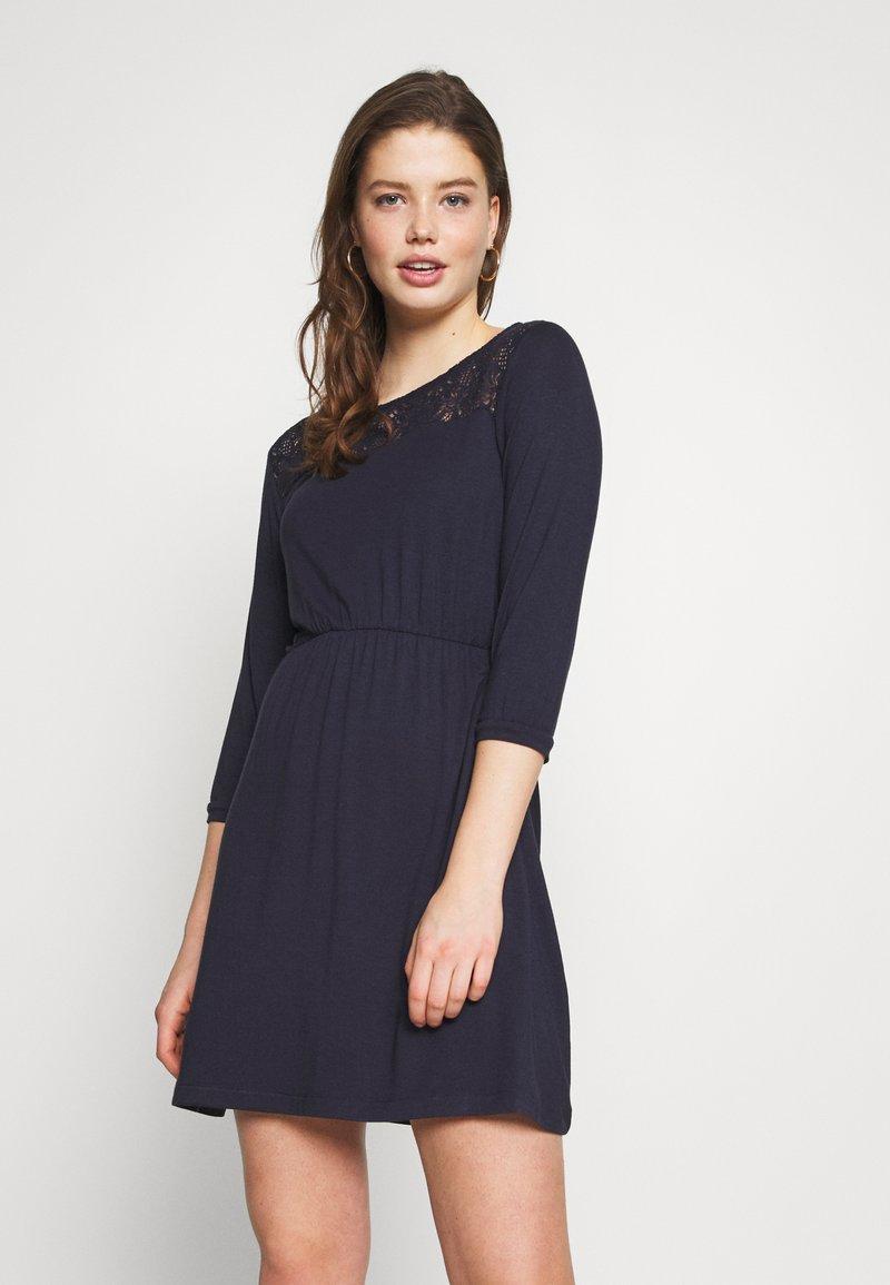 Vero Moda - VMJASMIN SHORT DRESS - Žerzejové šaty - night sky