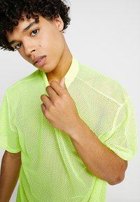 Weekday - GREAT CAPSULE - Jednoduché triko - neon yellow - 3