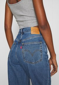 Levi's® - HIGH LOOSE - Flared Jeans - blue denim - 5