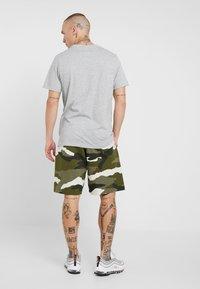 Nike Sportswear - CLUB  - Shorts - medium olive/summit white - 2
