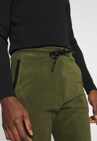 Solid - CARGO - Pantaloni sportivi - ivy green - 4