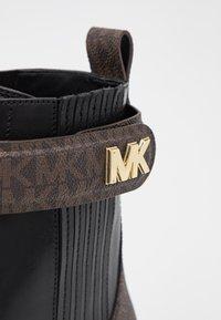 MICHAEL Michael Kors - STARK BOOTIE - Lace-up ankle boots - black/brown - 6