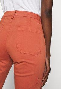 Banana Republic - SLOAN UTILITY  - Pantalones chinos - copper clay - 5