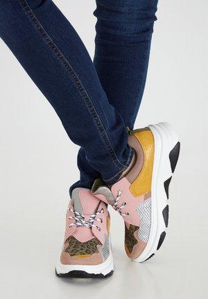 IANIKINDA FW - Sneakers laag - silver pink