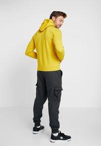 Champion - HOODED - Huppari - mustard yellow - 2