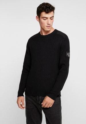 MONOGRAM SLEEVE BADGE SWEATER - Sweter - black