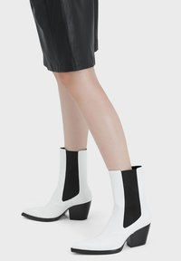 Bershka - Ankle boots - white - 0