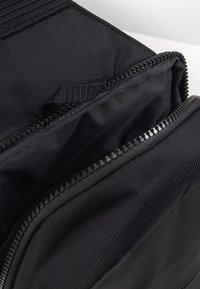 Nike Sportswear - ESSENTIALS UNISEX - Skulderveske - black/dark smoke grey - 2