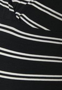 MAMALICIOUS - NURSING 2 PACK - T-shirt print - snow white/black - 4